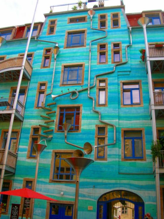 A Building That Plays Music When It Rains (5 pics)