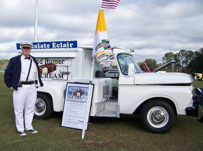 Ice Cream Trucks (84 pics)