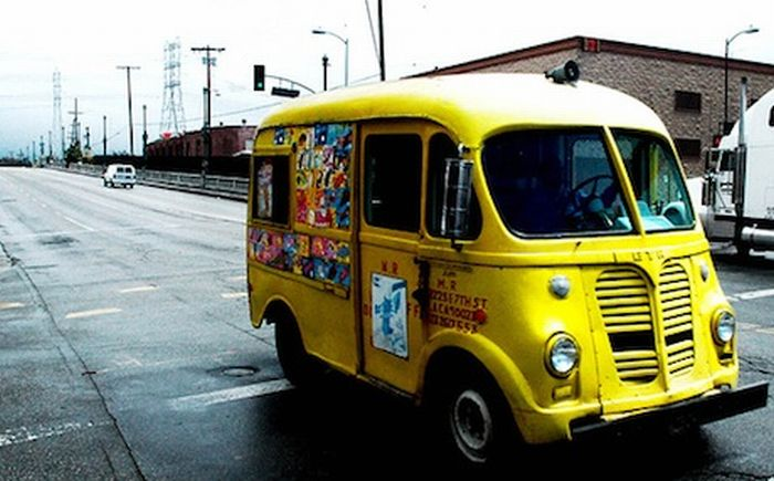 Ice Cream Trucks (84 pics)