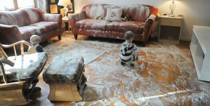 Flour Mess (6 pics + video)