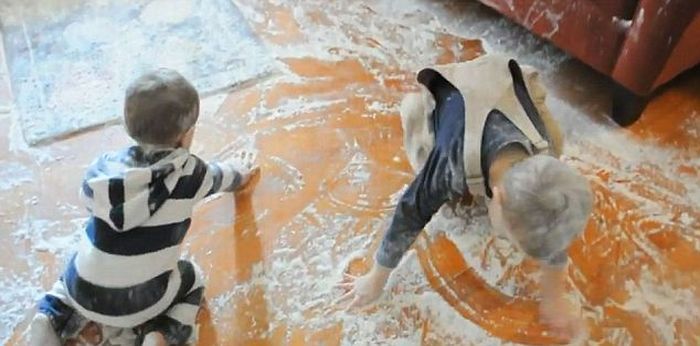 Flour Mess (6 pics + video)