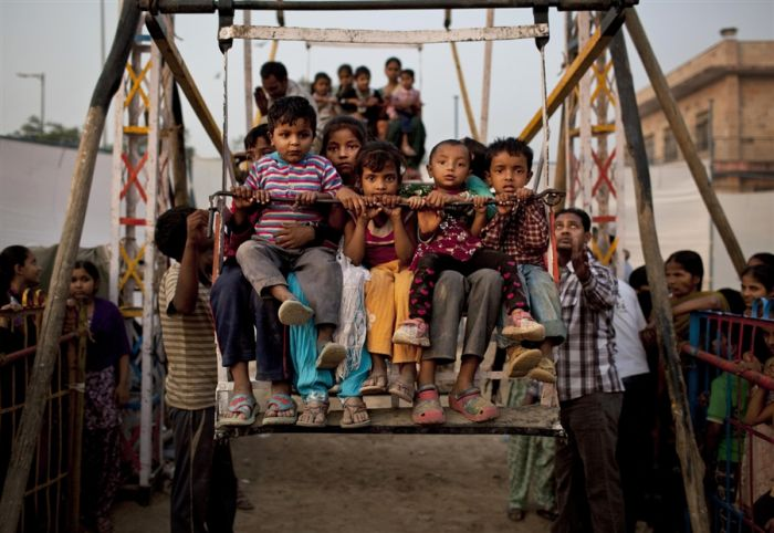 Man-Powered Merry-Go-Round in India (4 pics)