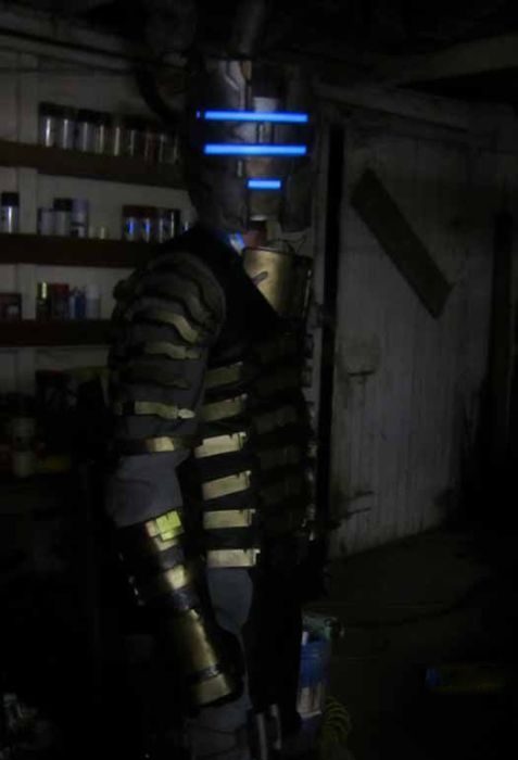 Awesome Dead Space 2 Cosplay Suit (23 pics)