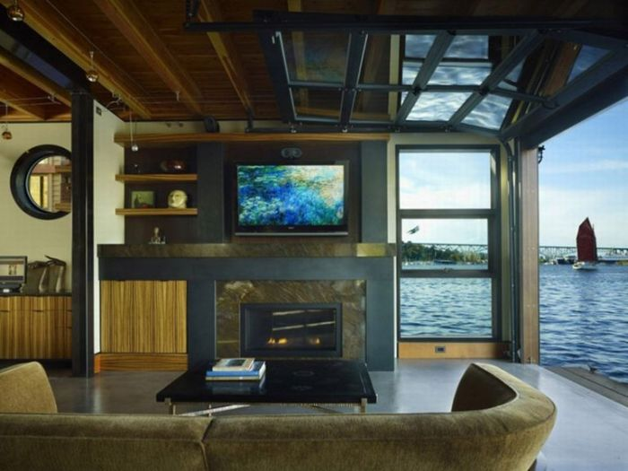 House on the Water (10 pics)