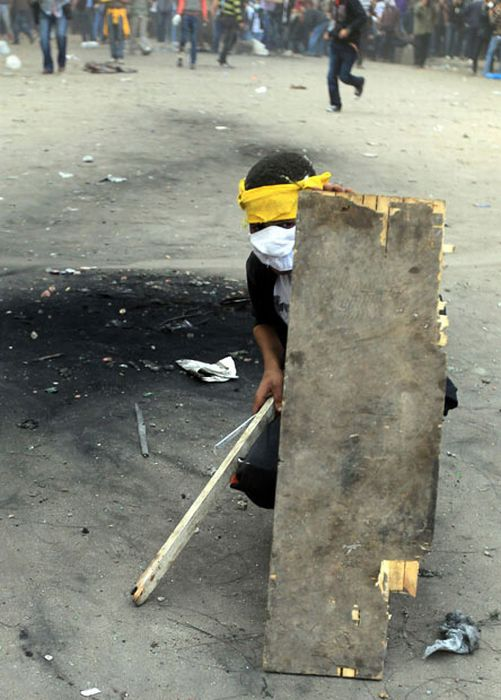 How Protesters In Egypt Protect Themselves (26 pics)