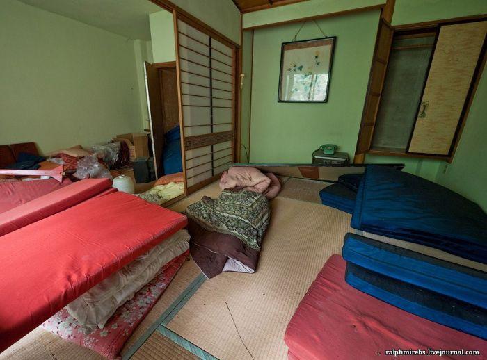 Abandoned Japanese Hotel (37 pics)
