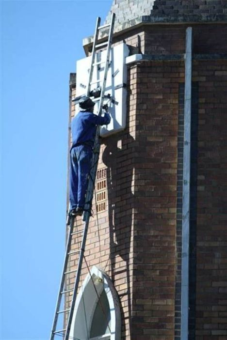 Crazy City Workers in South Africa (4 pics)