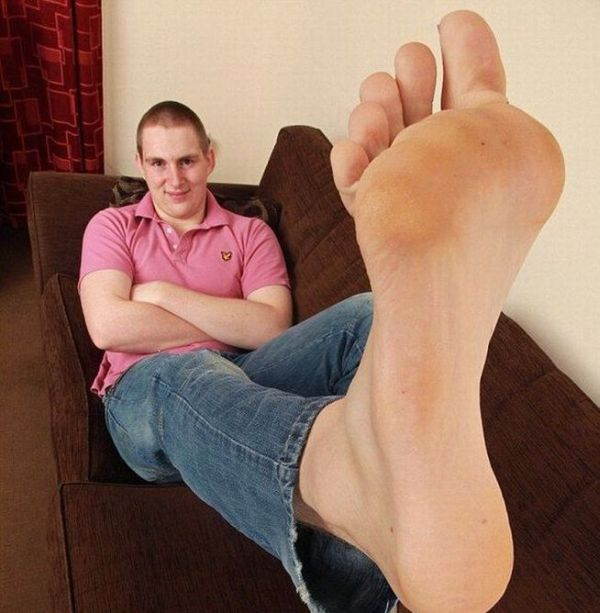 Carl Griffiths Has the Largest Feet in Britain (6 pics + video)