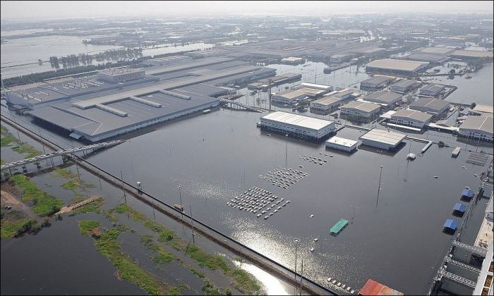 Flooded Honda Factory in Thailand (3 pics)
