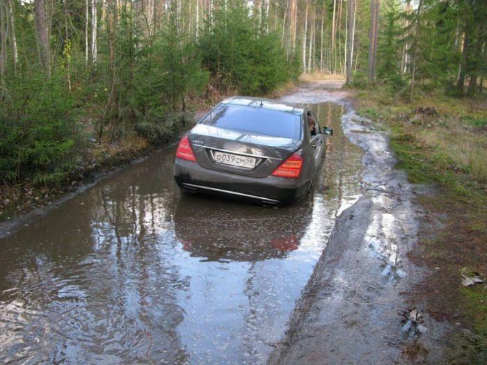 Mercedes S600 Sucks Off Road (4 pics)