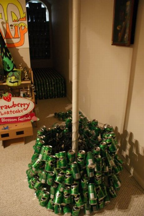 DIY: Empty Can Christmas Tree (11 pics)