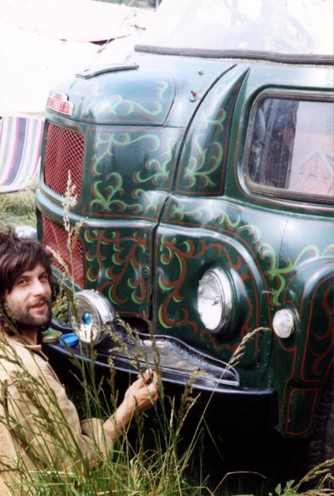 Vehicles of Traveling Artists (105 pics)