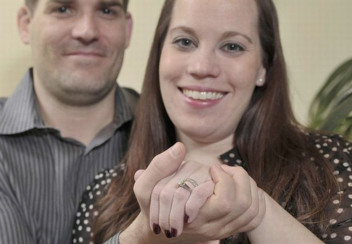 Husband Finds Wife's Ring in 9 Tons of Garbage (6 pics)