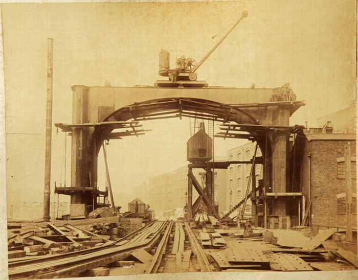 The Construction of London Tower Bridge (15 pics)