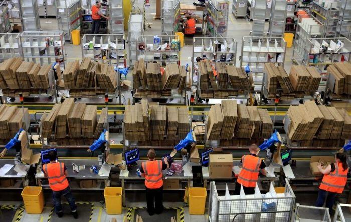 Inside Amazon.com Warehouse (12 pics)