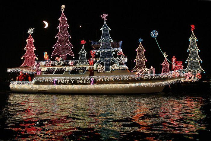 California Christmas Boat Parade (16 pics)