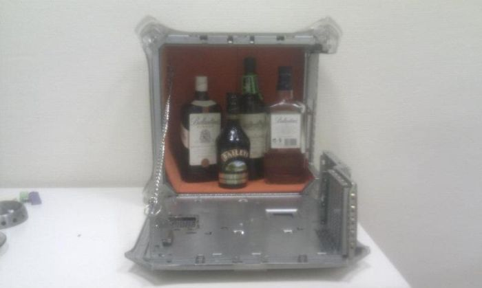 iBar. How To Hide Booze In The Office (4 pics)