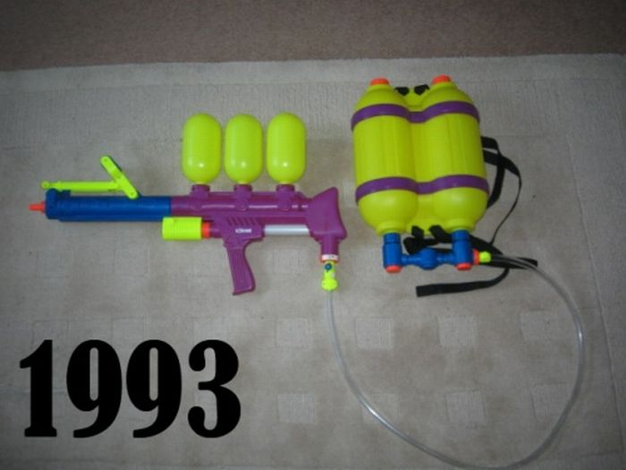 Super Soakers from '91 -'11 (20 pics)