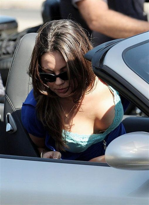 Celebrity Cleavage (41 pics)