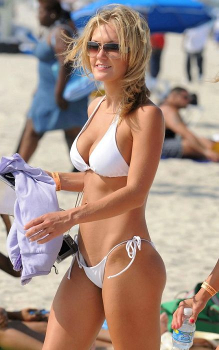Girls at the Beach (54 pics)