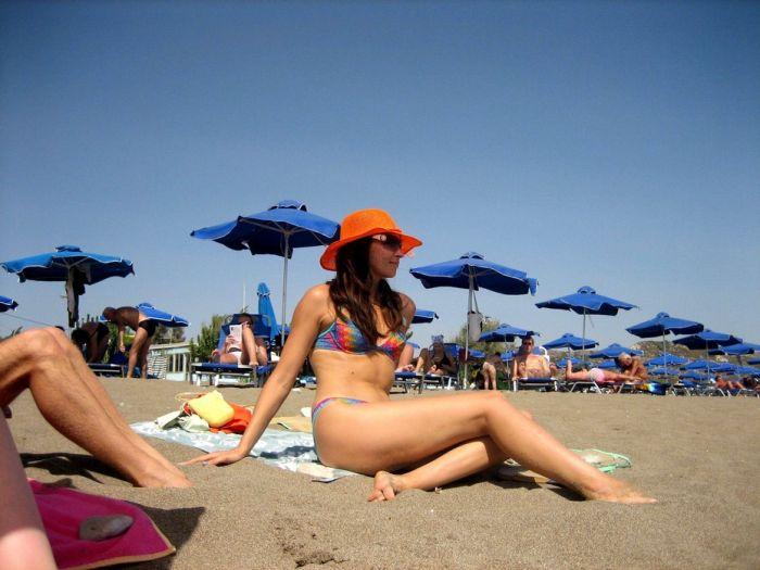 Girls at the Beach (54 pics)