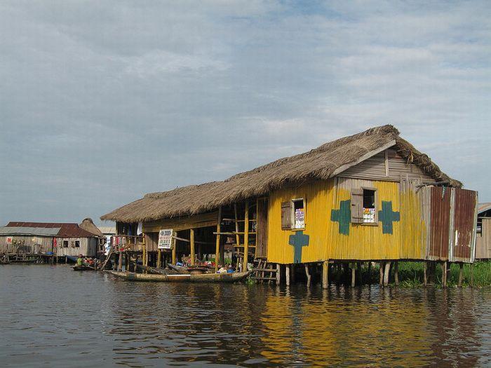 Ganvié - Lake City of Africa (35 pics)