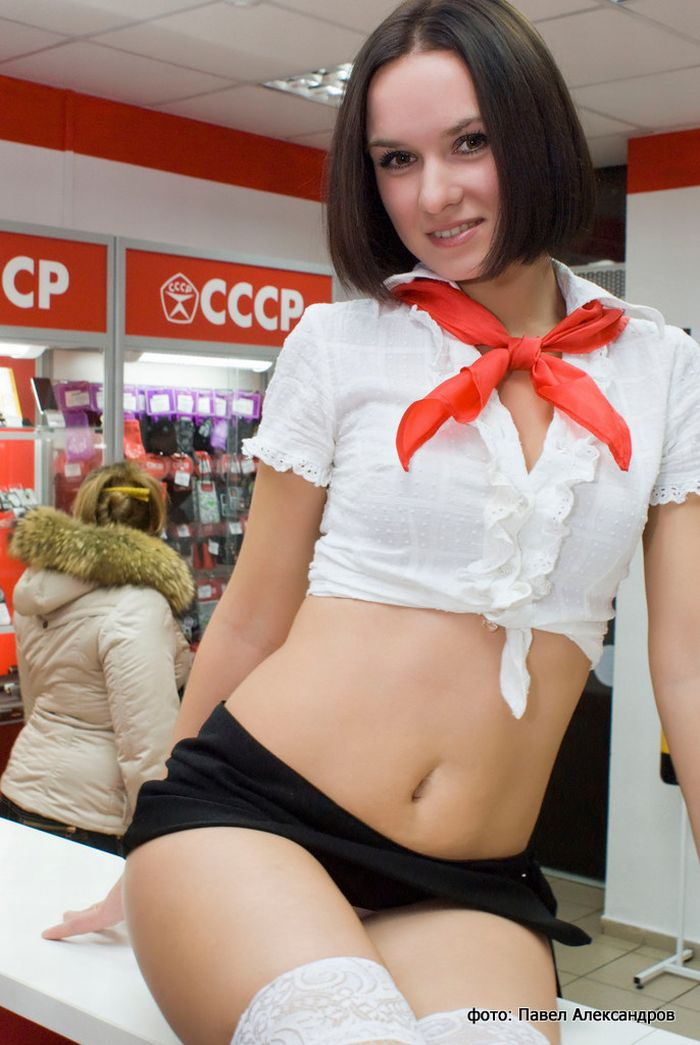 The Sexiest Phone Store Ever (14 pics)