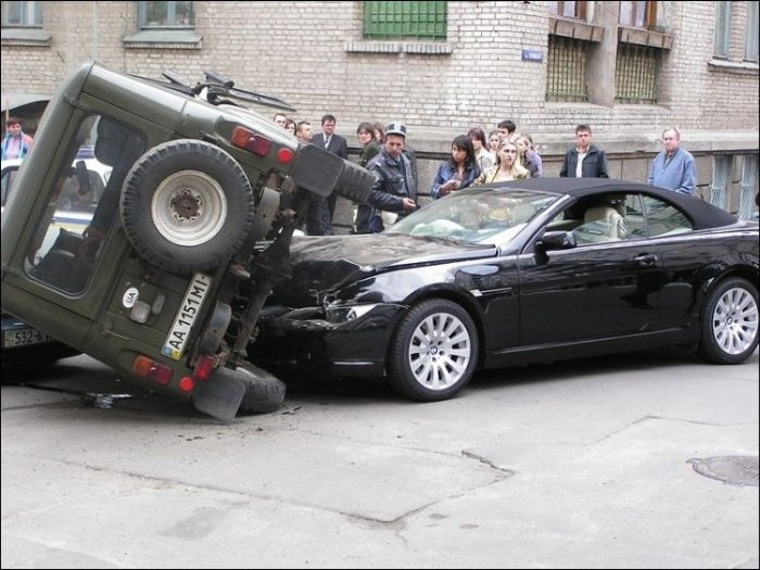 Embarrassing Car Crashes (104 pics)
