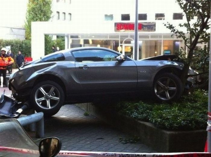 Parking Job Fail (6 pics)
