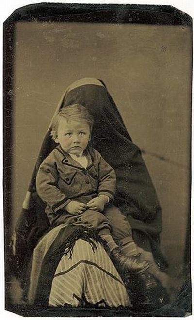 The Hidden Mother (17 pics)