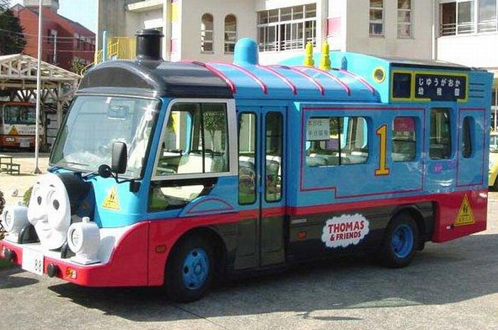 Crazy Japanese School Buses (25 pics)