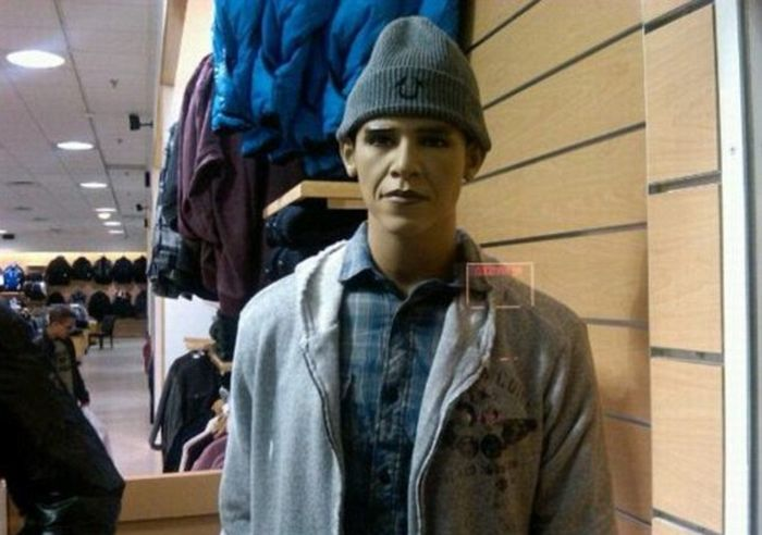 Barack Obama Mannequins (4 pics)