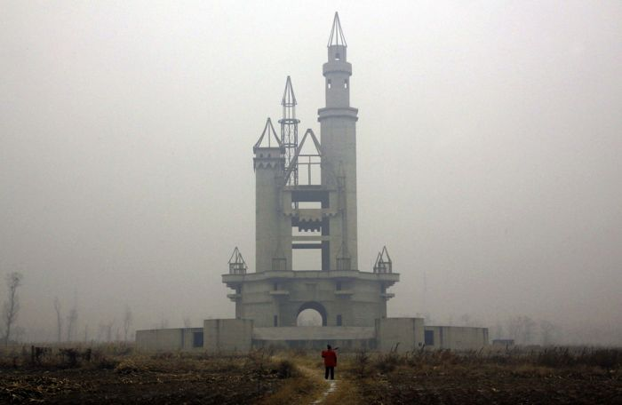 Abandoned Fake Disneyland in China (18 pics)