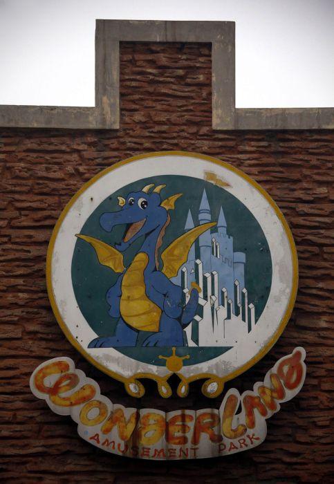 Abandoned Fake Disneyland in China (18 pics)