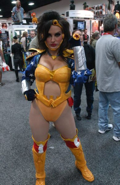 Cute Cosplay Girls of 2011 (40 pics)