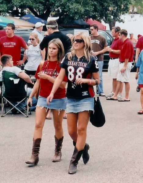 Sexy Female College Sports Fans (33 pics)