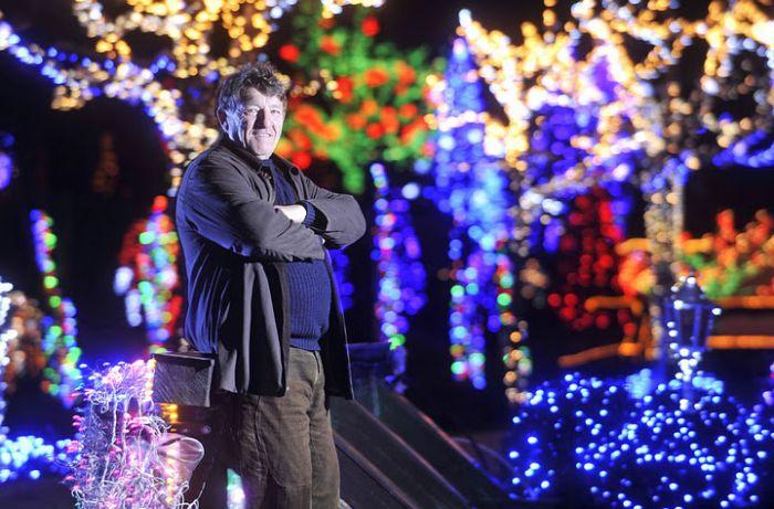 1.2 Million Christmas Lights (12 pics)