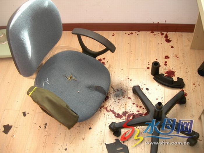 A New Victim of a Cheap Chinese Chair (5 pics)
