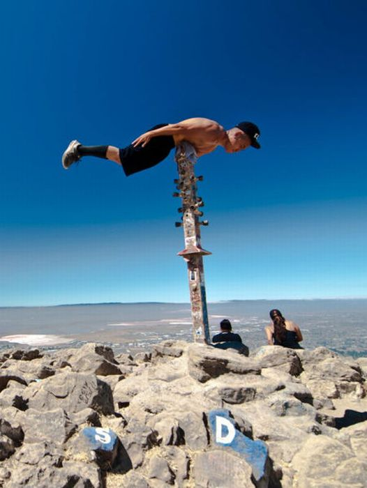 The Most Extreme Planking Moments (38 pics)