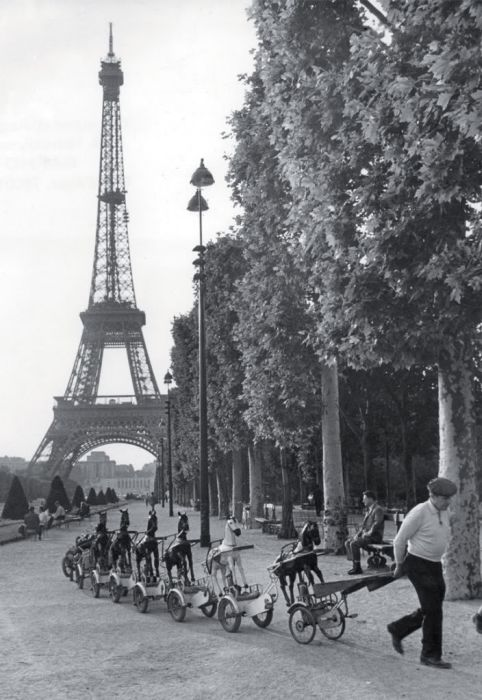 Paris in 1940-50s (41 pics)