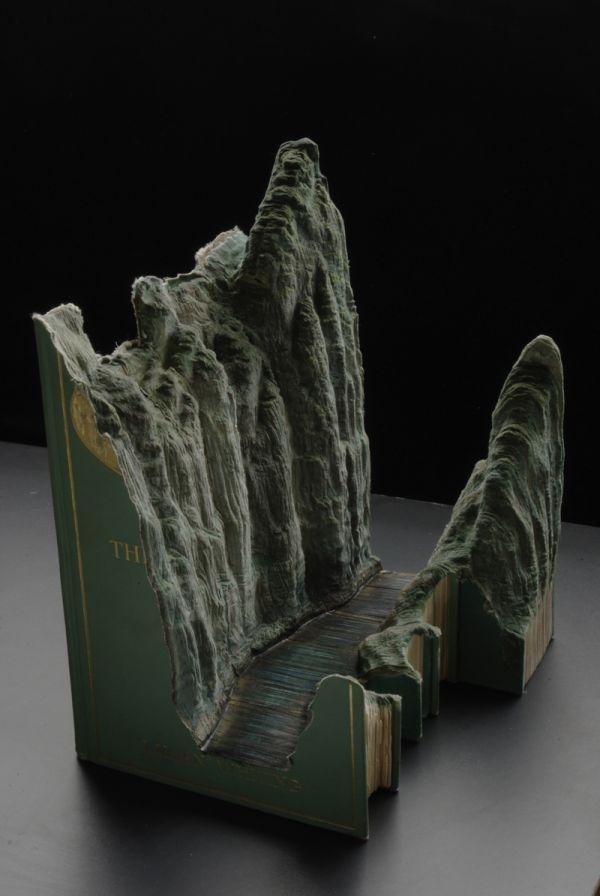 Beautiful Book Carving Art (18 pics)
