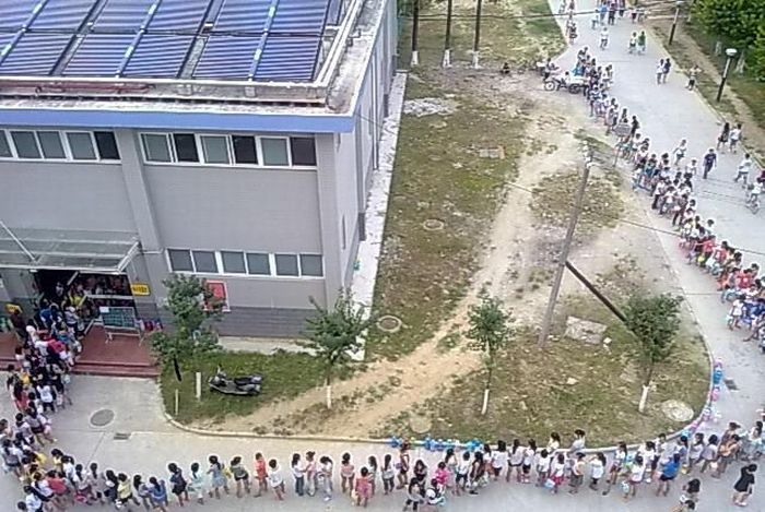Shower Line on One Chinese Campus (6 pics)