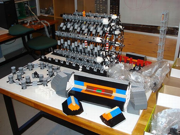 Lego Model of The Large Hadron Collider (14 pics)