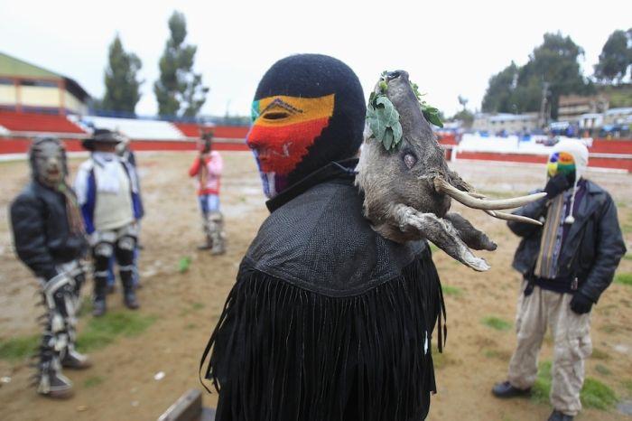 Peruvian Drunk Fight Club  (19 pics)