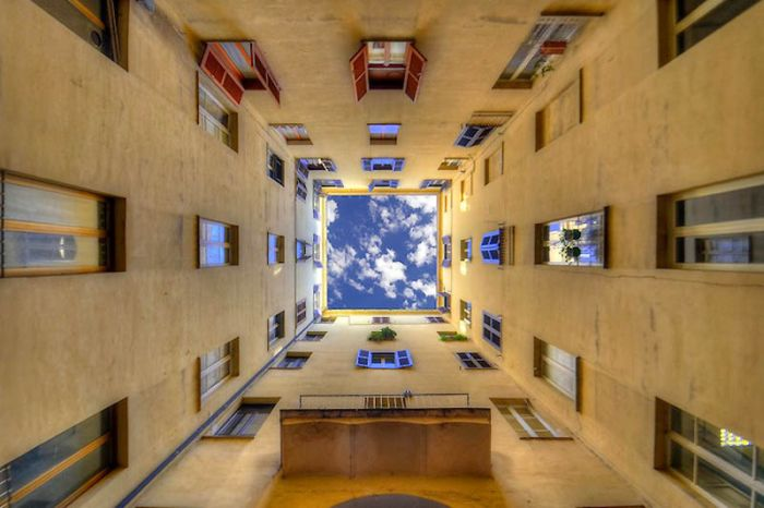 Sky Inside Buildings (20 pics)