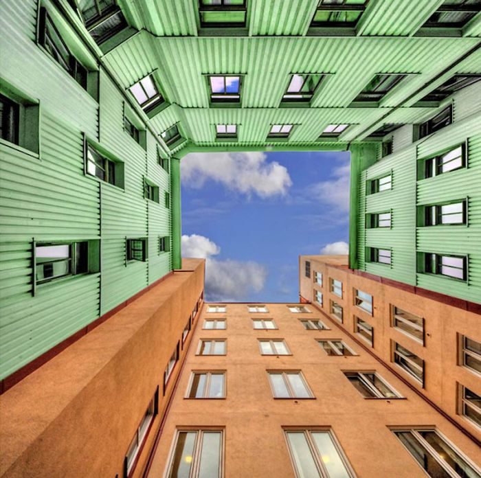 Sky Inside Buildings (20 pics)