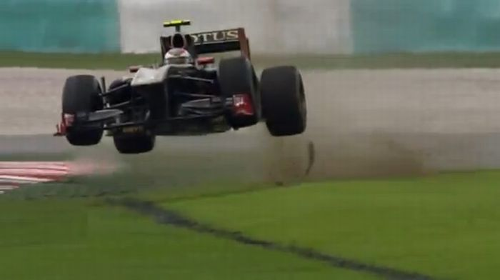 Formula 1 2011 Crash Compilation (video)
