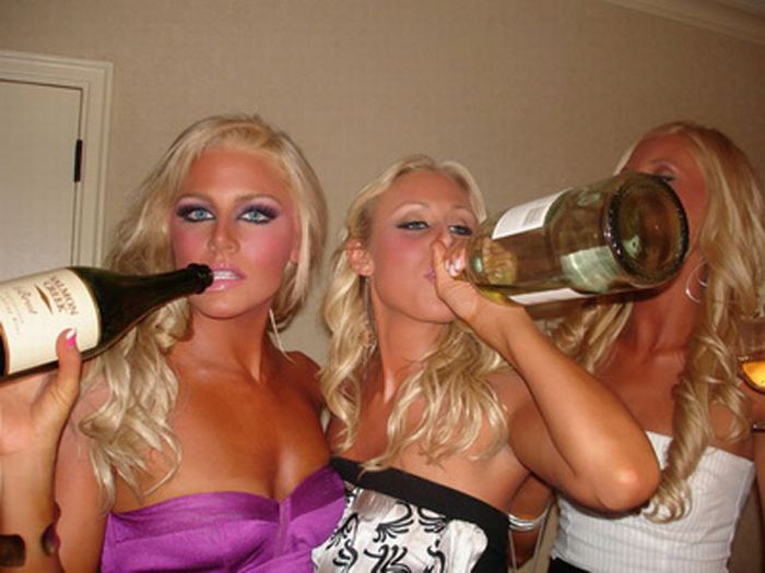 Drunken Girls On New Year's Eve (21 pics)