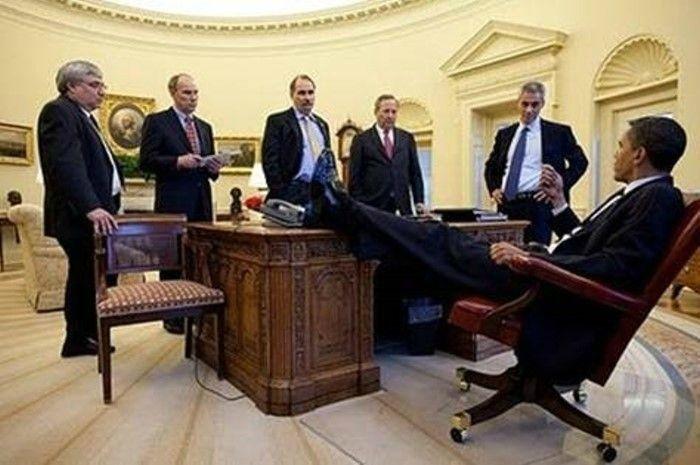 President Obama At Work (14 pics)