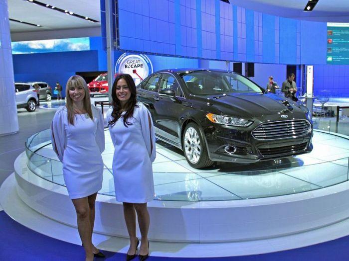 Girls of 2012 Detroit Auto Show (54 pics)